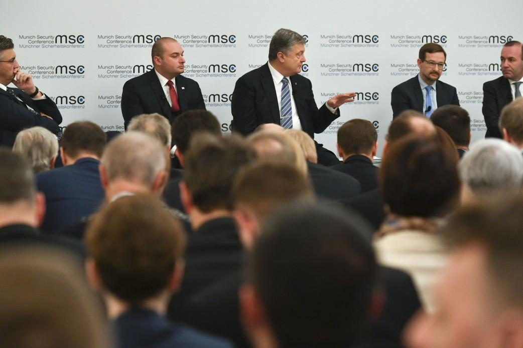 Порошенко: Если прекратим стрелять – не будет Украины