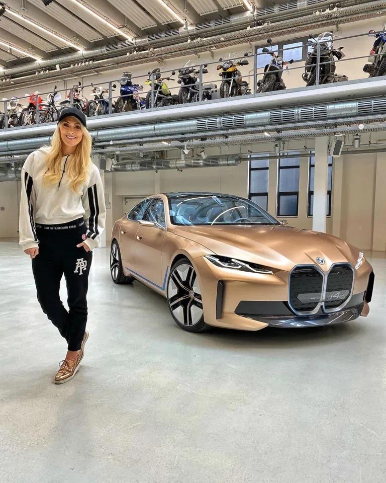 Они рулят! Девушки-модели, которые сами зарабатывают миллионы автомобили,водители,дороги,пешеходы