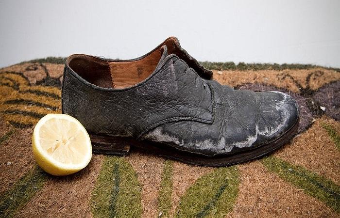 Протираем поверхность долькой лимона. / Фото: aniks.msk.ru