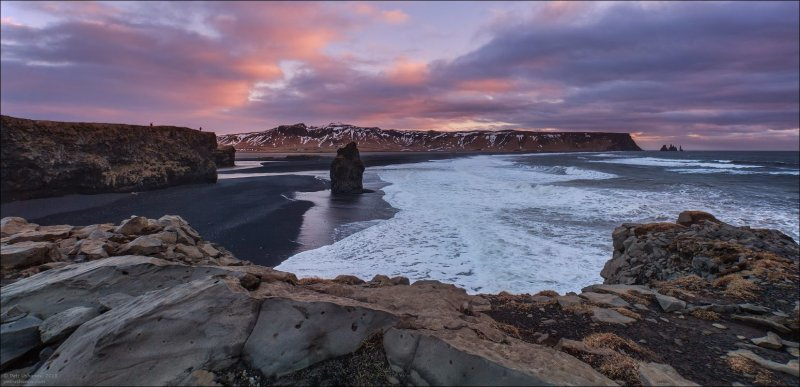 Все более-менее красивые места на побережье имеют не просто удобный подъезд, но оборудованы парковкой, а иногда и теплым туалетом со светом внутри. исландия, красота, пейзаж, природа, путешествия, фото, фотограф, фотографии