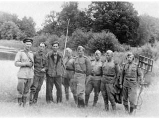Спасая от уничтожения могилу Пушкина, заминированную фашистами, пали смертью храбрых девять молодых саперов