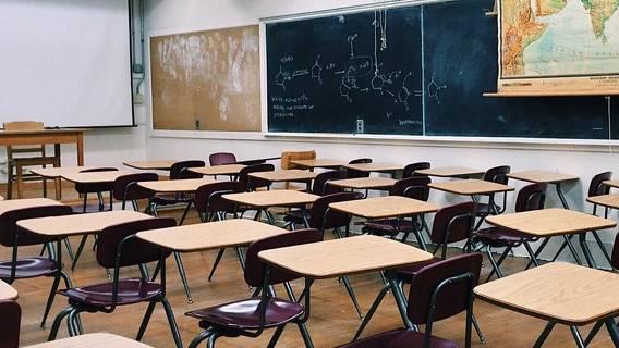 Борис Джонсон предупредил, что возобновление работы школ приведет к росту заражений
