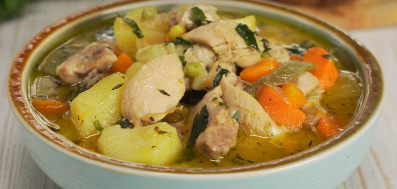 Тушеная курица с картофелем: вкусный обед или ужин для всей семьи