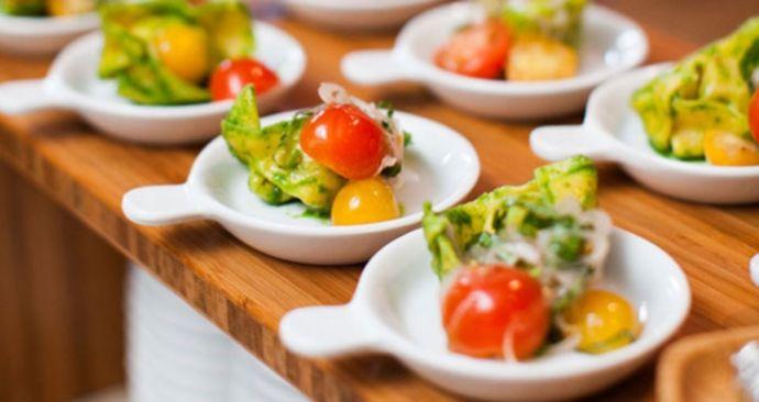 Гостям это понравится: 12 интересных способов подачи салатов