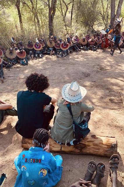 Мадонна с бойфрендом Ахламаликом Уильямсом и младшими детьми путешествует по Африке Звездные пары