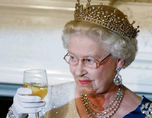 Неожиданная привычка Елизаветы II