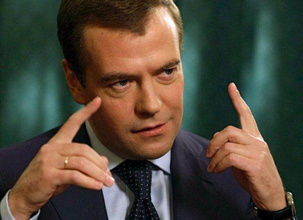 Как Медведев помог Путину пр…