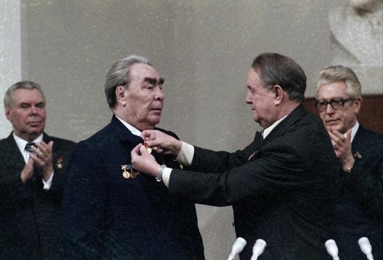 """Кто на самом деле вместо Брежнева написал """"Малую землю"""""""
