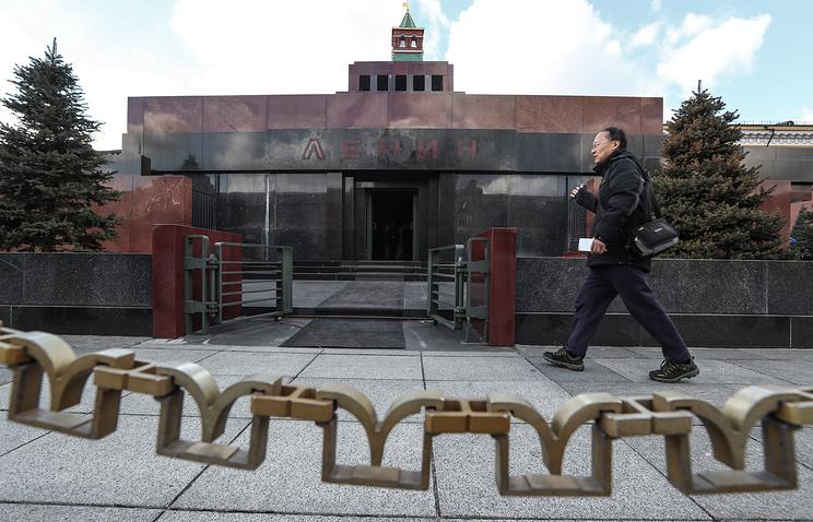 В РПЦ считают, что вопрос о захоронении тела Ленина должен решиться сам собой