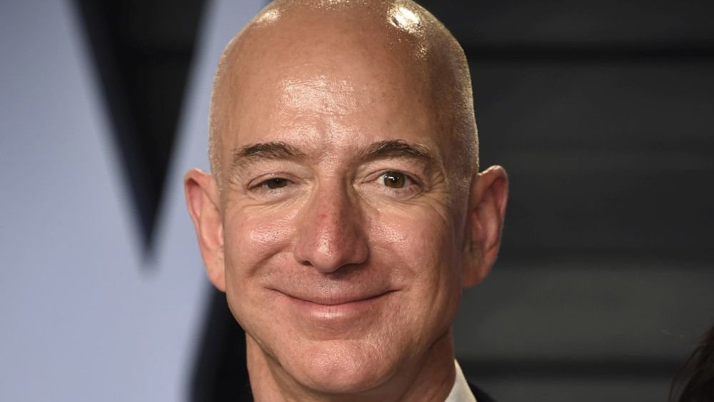 Джефф Безос сохранил звание богатейшего человека по версии Forbes