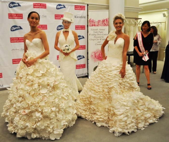 Платья из туалетной бумаги - новое модное направление.