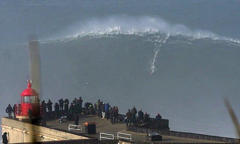Головокружительное видео: серфер оседлал суперволну!
