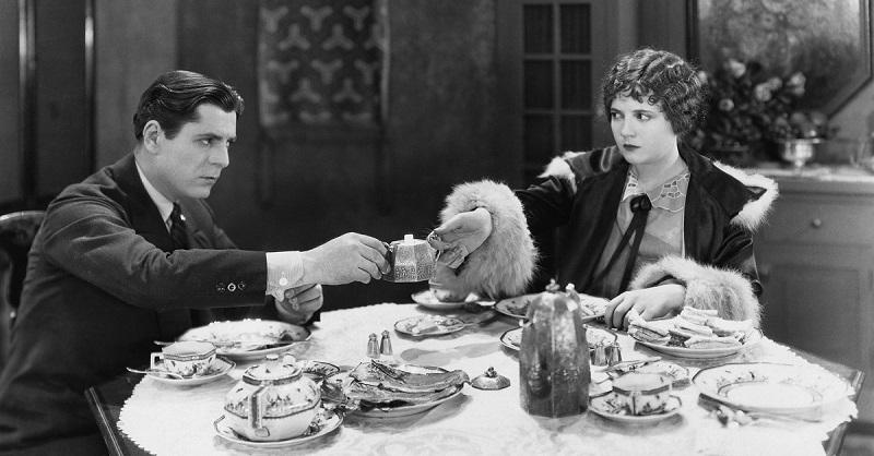 Благопристойной даме — 15 правил этикета за столом, которые нужно знать назубок