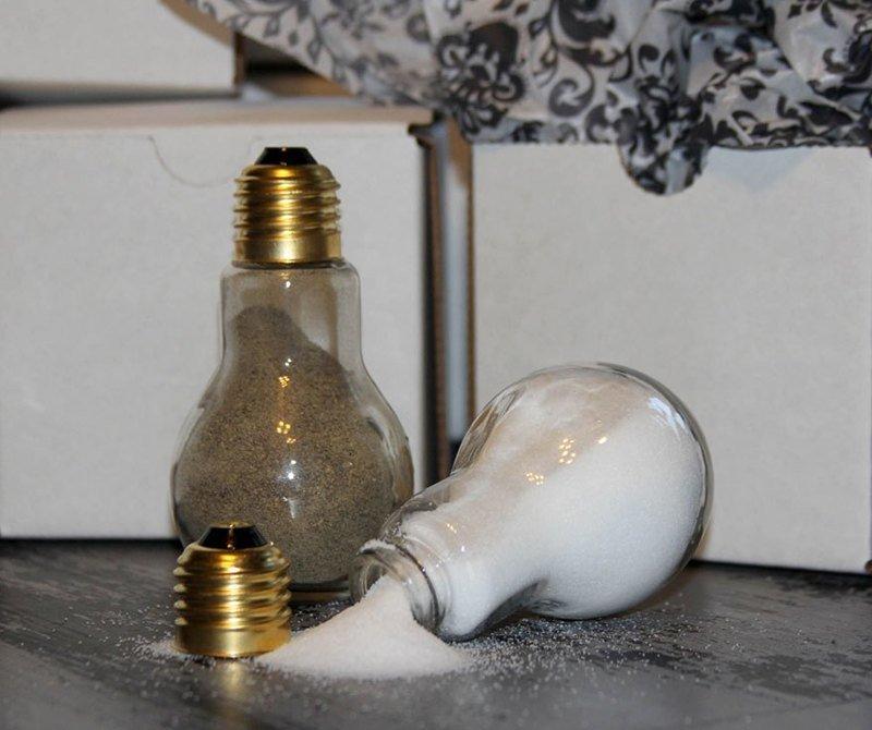11. Из лампочек также можно соорудить солонку и перечницу декор, интересно, красиво, своими руками, старая лампочка, фото