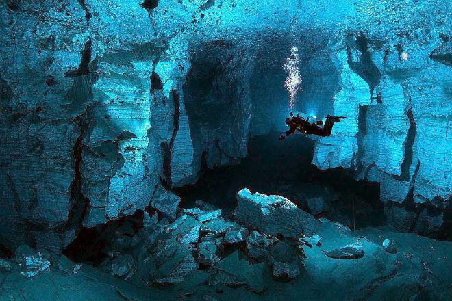 5 красивейших мест России, о существовании которых знает мало кто из туристов километров, пески, пещера, Ординская, бескрайних, стороны, почти, протянулись, рукава, обследованные, Только, подводная, пещер, подводных, длинных, самых, знаменитая, интересна, менее, колеиНе