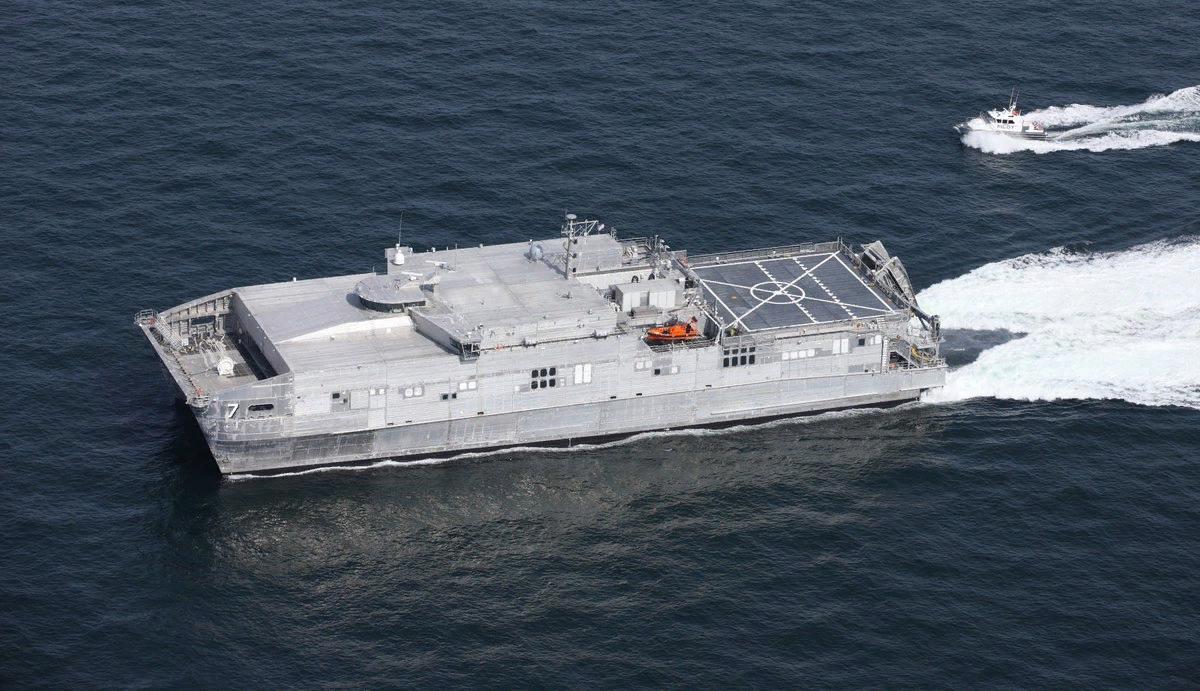 Быстроходный военно-транспортный корабль ВМС США Yuma. Источник изображения: https://vk.com/denis_siniy