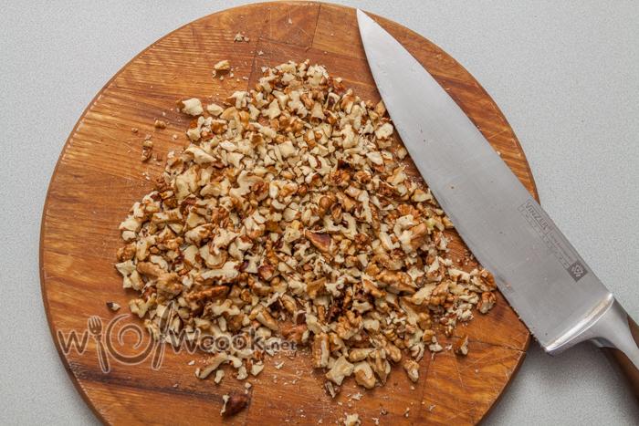 орехи измельчаем
