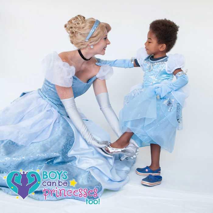 Принцесс изображали профессиональные модели.
