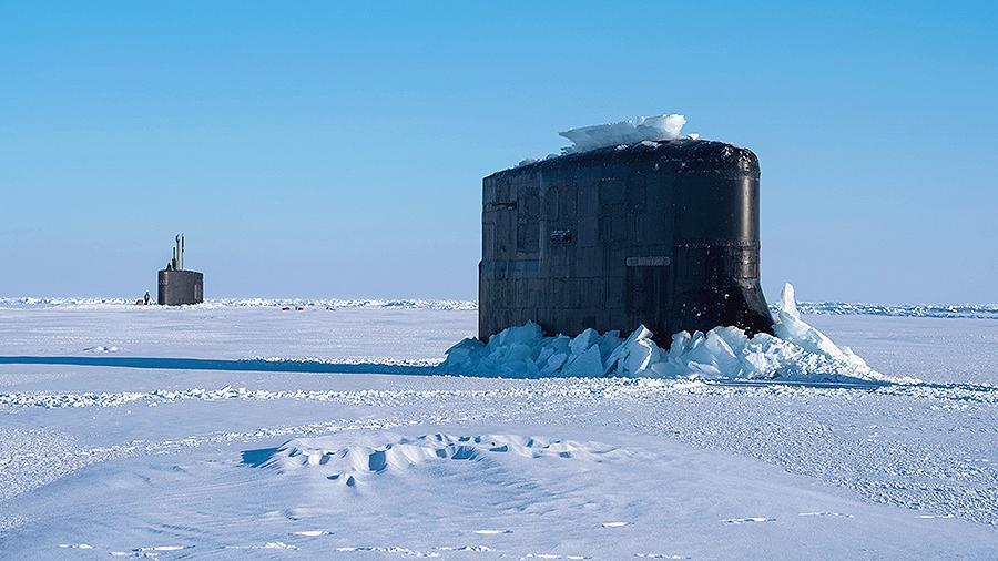 Подводный флот США облажался: вместо учебного залпа по России подлодка застряла во льду