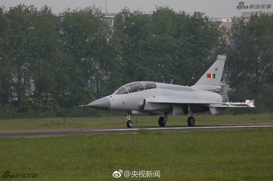 Первый полет двухместного варианта истребителя JF-17