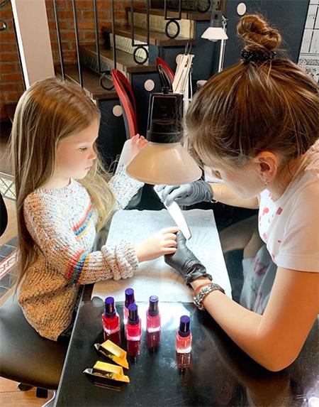 5-летняя дочь Кристины Асмус и Гарика Харламова завела Instagram Дети,Дети знаменитостей