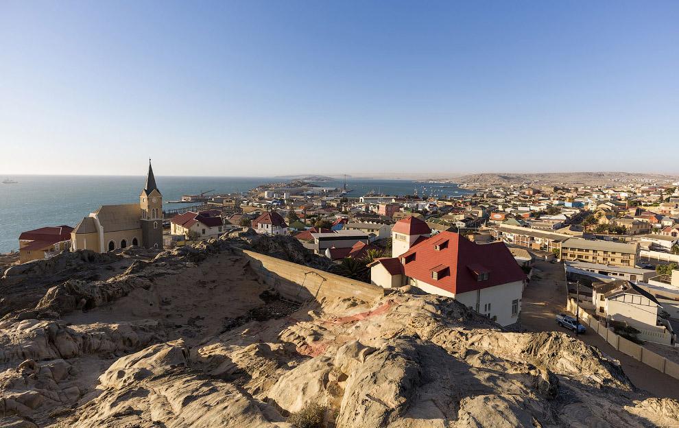 Лю́дериц — небольшой рыбацкий и торговый порт на атлантическом побережье Намибии