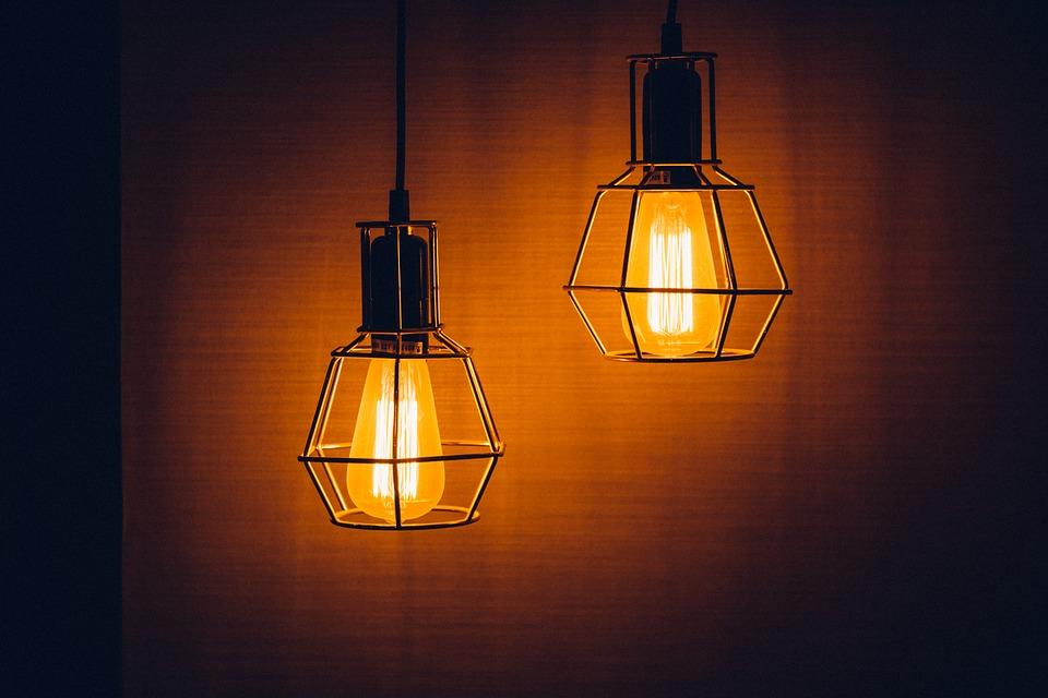 Жители области заложлали за свет 444 млн рублей