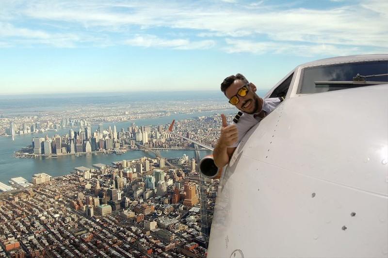 Неужели этот пилот поднял селфи на новые высоты?