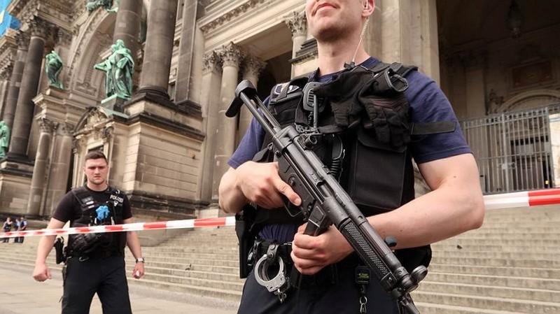 Полиция Берлина расстреляла мужчину в кафедральном соборе