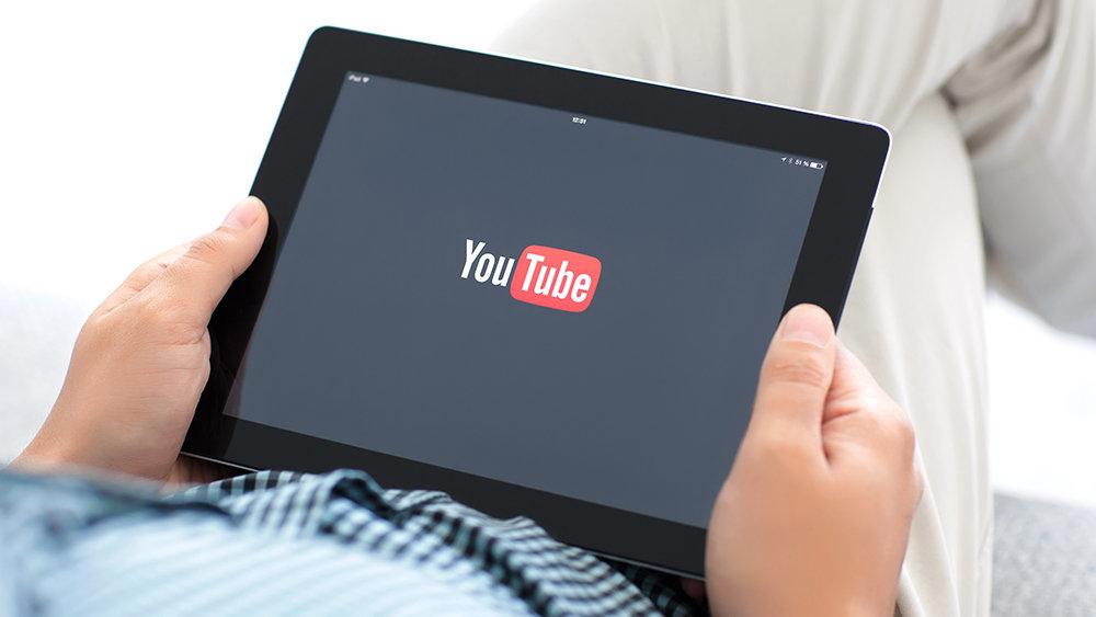 Самый популярный видеоблогер…
