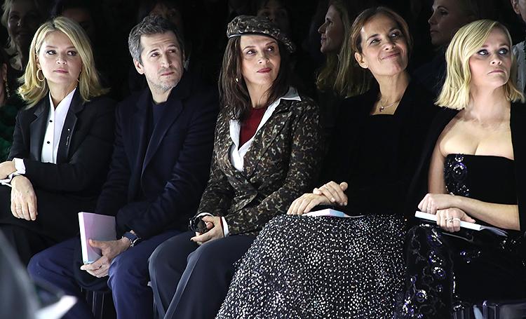 Риз Уизерспун, Жюльет Бинош и другие на показе Armani Prive в Париже