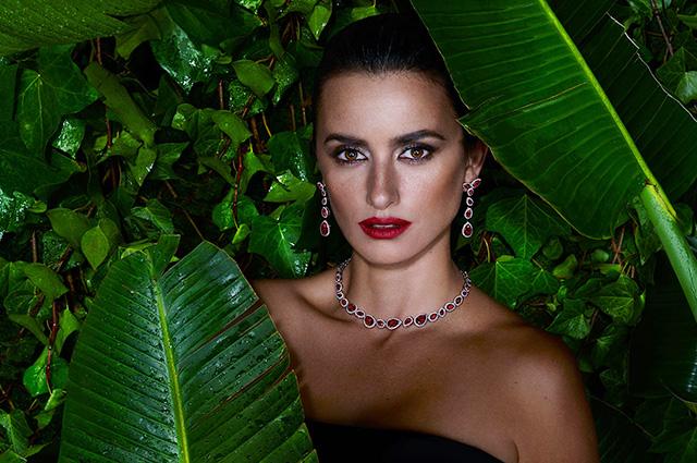 Гламур и тропики: Пенелопа Крус снялась в яркой рекламной кампании ювелирного бренда