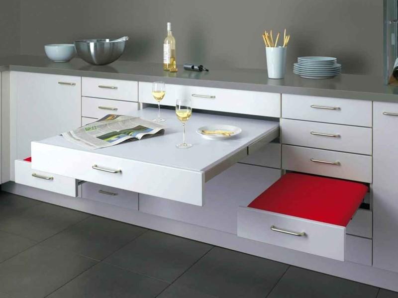 В кухне, безусловно, самое главное - техника и рабочее пространство, в первую очередь размещают это, но и есть, приготовленное на этой самой технике, тоже надо. Вот одно из возможных решений для обеденного стола дизайн, интерьер, маленькая кухня, полезные советы для дома, фото