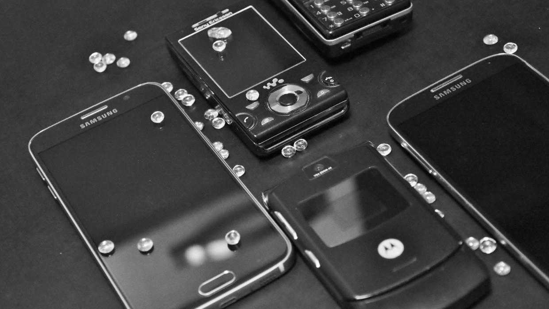 Ученые из Индии создали саморегенерирующийся материал для стекла смартфонов Наука