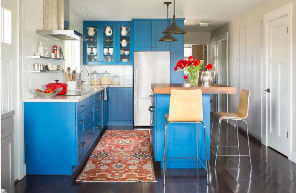 Яркая кухонная мебель