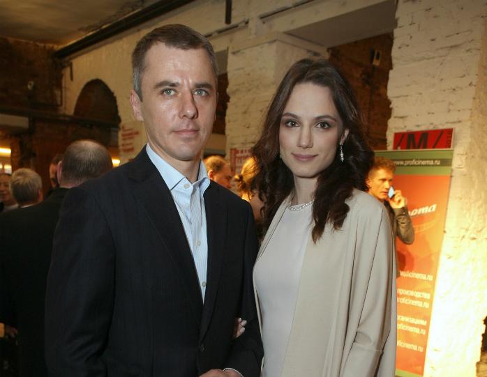 Игорь Петренко с молодой женой Кристиной Бродской и подросшими детьми снялся в предвыборном ролике