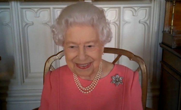 Королева Елизавета II публично поддержала принца Филиппа, находящегося в больнице