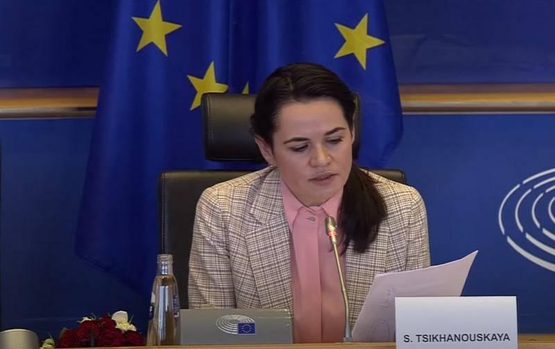 «Перестаньте на время быть офицерами»: Тихановская призвала силовиков перейти на сторону оппозиции геополитика