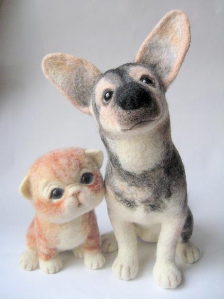 Войлочные друзья - овчарка и котенок. Фото