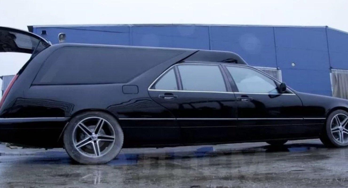 Последний путь в легенде 90-х: на продажу выставили катафалк на базе Mercedes-Benz W140 Автомобили