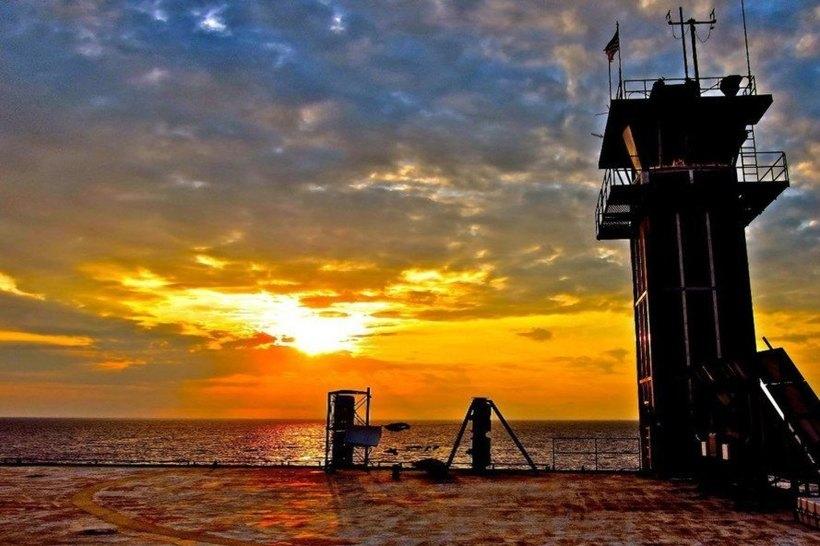 Атлантика, штормы и акулы: как выглядит самый опасный отель в мире Tower, Frying, Атлантики, долларов, можно, лодке, дереве, остановиться, отеля, станция, работает, Несмотря, скромное, также, сооружения, батарей, убранство, солнечных, получают, которое