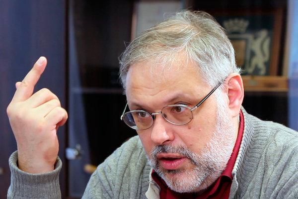 Хазин: МВФ и Всемирный банк не дают Путину назначить правильных людей в правительство