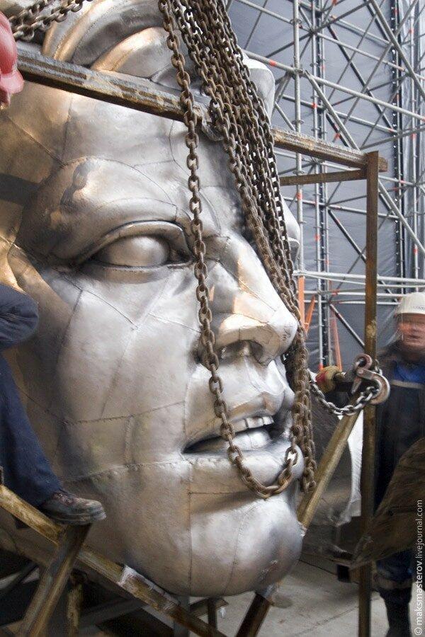 Скульптура была создана для советского павильона на Всемирной выставке в Париже, проходившей в Париже в 1937 году Рабочий и колхозница, внутри, интересно, монумент, статуя