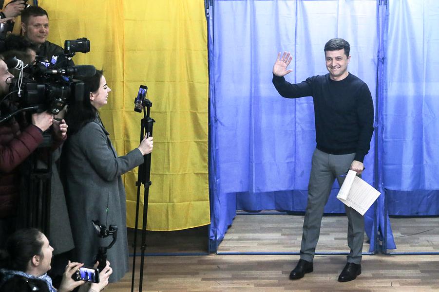 В Украине демократия, получается! Побеждает Зеленский