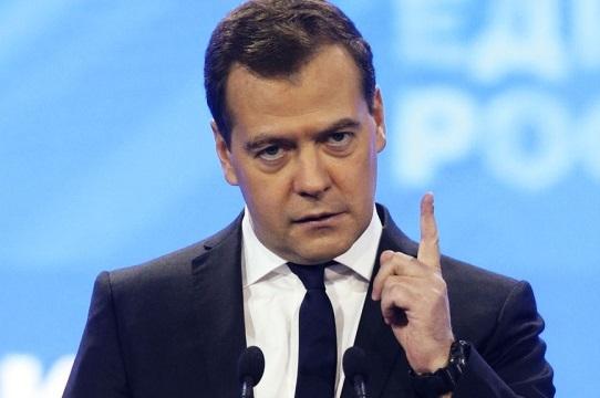 Медведев грозит страшным отв…
