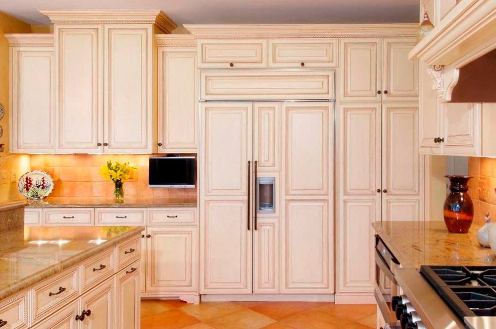 Холодильник за классическим фасадом
