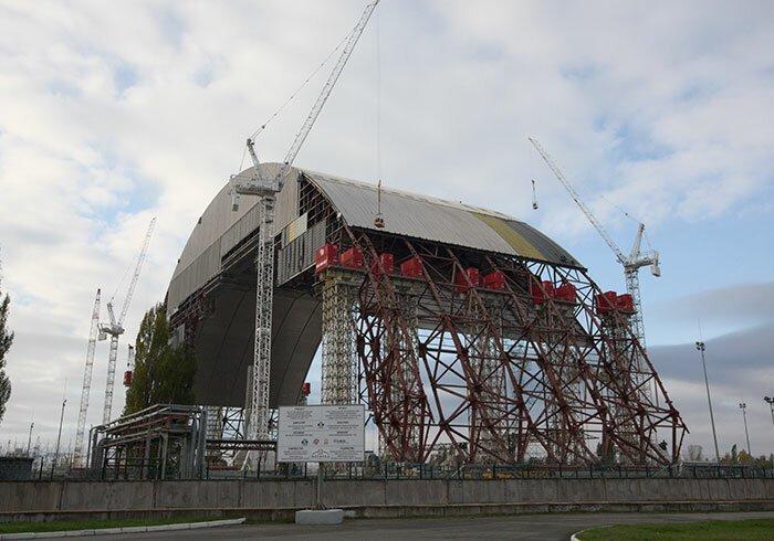 """12. """"Укрытие-2"""" над Чернобыльской АЭС. Чернобыль, Украина архитектура, достопримечательности, интересно, исторические фото, исторические фотографии, познавательно, сооружения, строительство"""