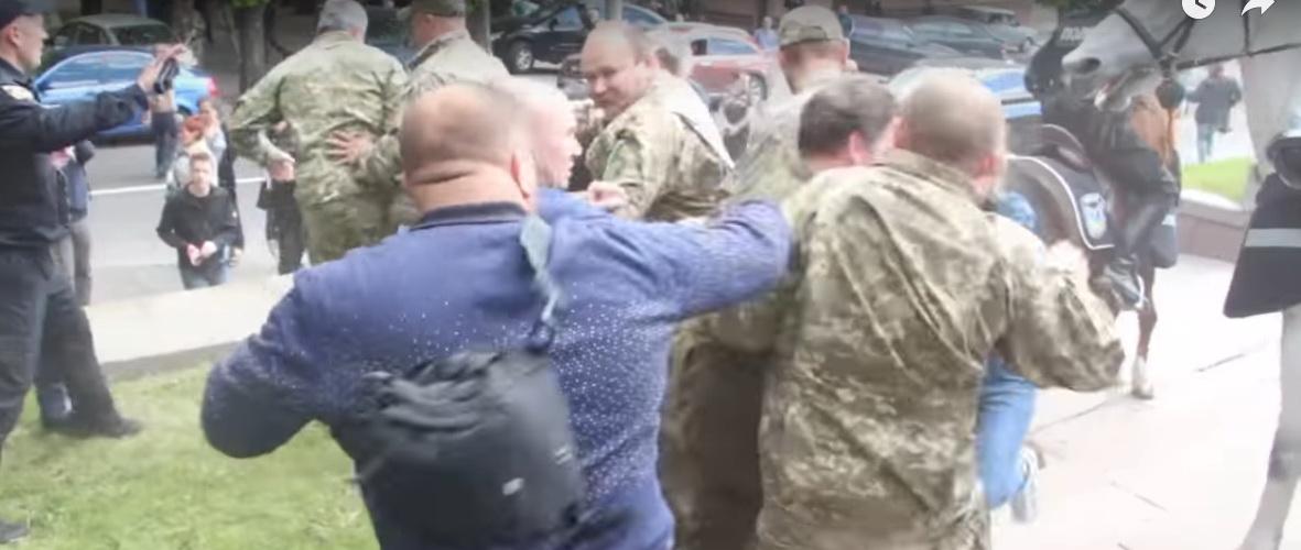 В Днепропетровске нацистов с…