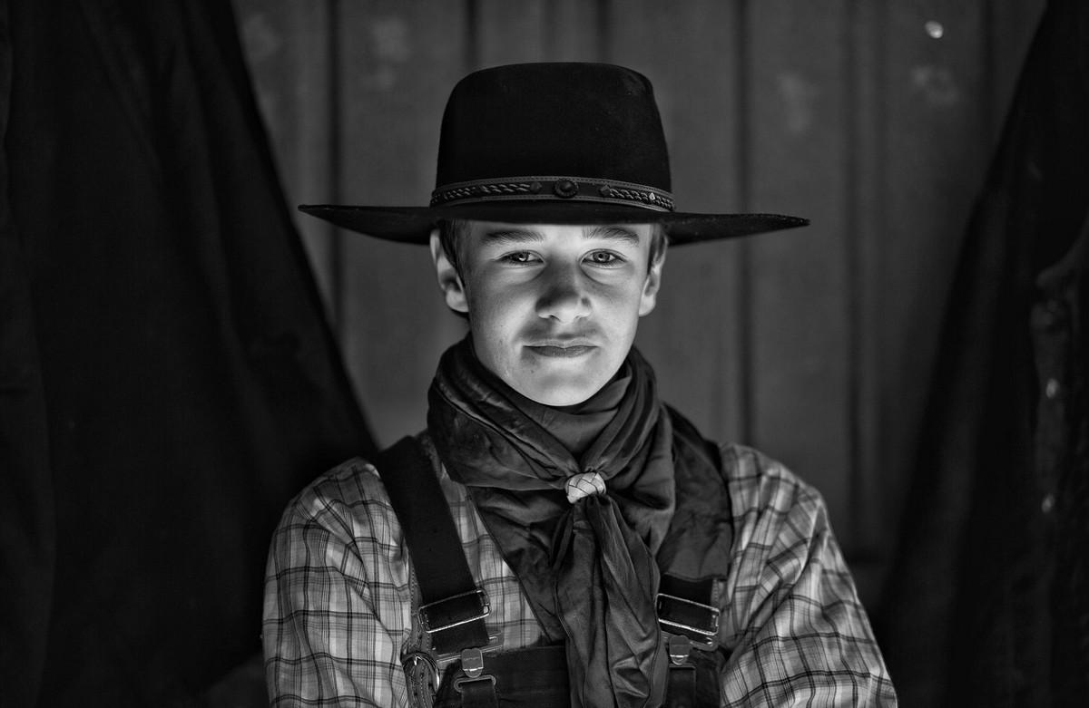 Удивительная жизнь канадских ранчо являются, ранчо, более, одной, семьи, Снимки, которых, запечатлены, ковбои, брыкающиеся, нескольких, лошади, частью, новой, книги, «Западная, поколений, Хеннел, собственностью, Hennel