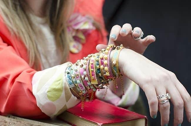 Кожаные браслеты — от простых до необычных: 11 идей с мастер-классами
